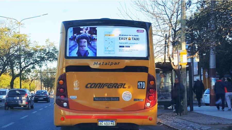 Easy+taxi+bus+ayi+publicidad