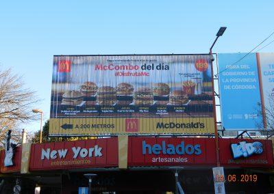 mcdonalds-cordoba-carlos paz-triedro-ayi-publicidad-ooh-3