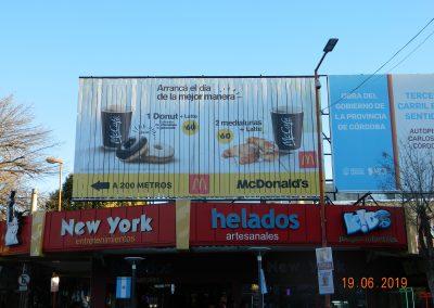 mcdonalds-cordoba-carlos paz-triedro-ayi-publicidad-ooh