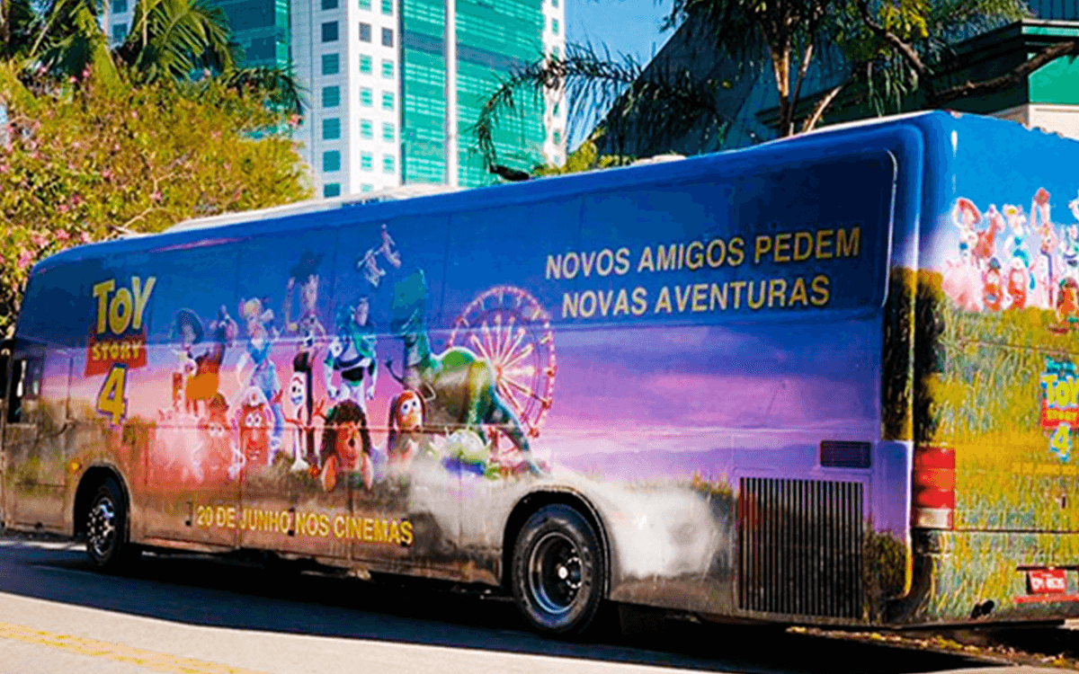 ooh+bus+micro+plot+ayi+publicidad